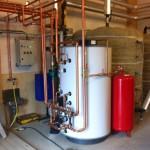Varmvattenproduktion till hästgård i Skokloster. Värmeanläggning från Swebo BIOTerm, 500kW.