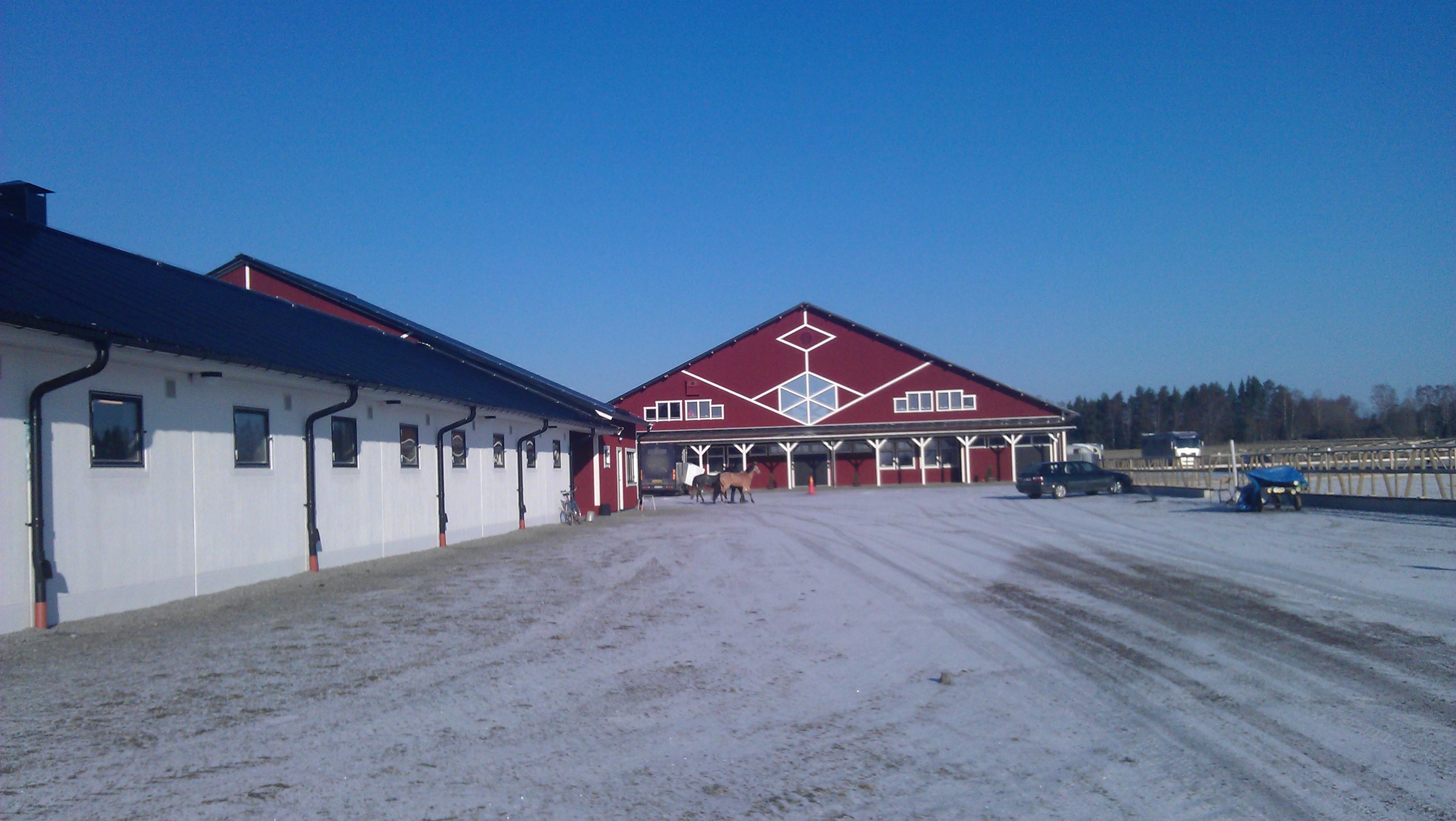Komplett VVS entreprenad för nybyggnation av hästgård i Skokloster, värme, vatten, avlopp, kulvert, markvärme, fontän samt dagvatten och dränering.